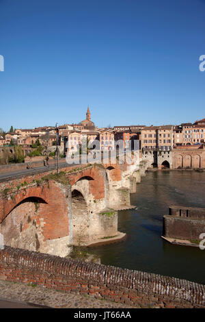 Albi (south-western France): panoramic view of the city with the Pont Neuf Bridge along the banks of the River Tarn. - Stock Photo
