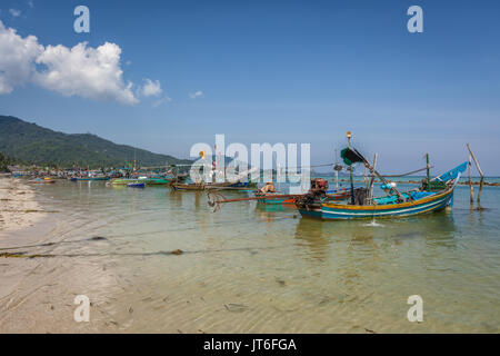 Thai fishing boats mooored at Hua Thanon beach, Koh Samui Island, Thailand - Stock Photo