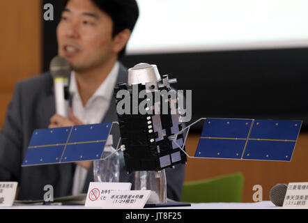 Kamakura, Japan. 8th Aug, 2017. Japan's Mitsubishi Electric displays a scale model of the quasi-zenith positioning - Stock Photo