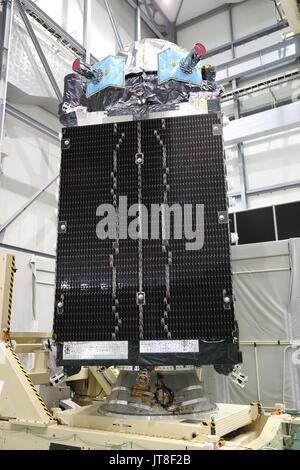 Kamakura, Japan. 8th Aug, 2017. Japan's Mitsubishi Electric displays the quasi-zenith positioning satellite QZS - Stock Photo