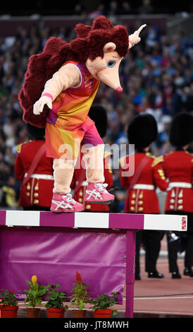 London, UK. 8th Aug, 2017. The mascot 'Hero the hedgehog' balances on a hurdle at the IAAF World Championships, - Stock Photo