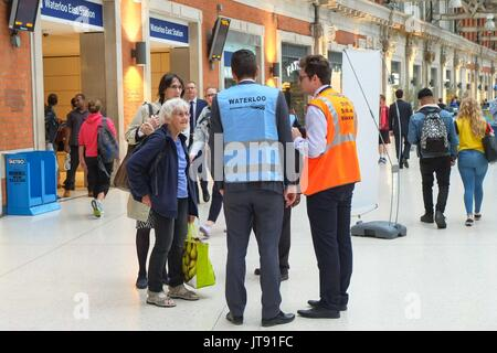 London, UK. 07th Aug, 2017. Commuters at Waterloo Station on 7th August 2017 at evening rush hour as engineering - Stock Photo