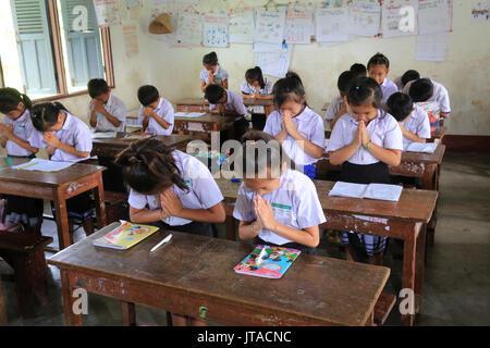 Schoolchildren in classroom, Elementary School, Vieng Vang, Laos, Indochina, Southeast Asia, Asia - Stock Photo