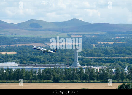 A ryanair passenger aircraft takes off from Edinburgh airport. - Stock Photo