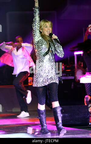 MILEY CYRUS HANNAH MONTANA & MILEY CYRUS: BEST OF BOTH WORLDS CONCERT (2008) - Stock Photo
