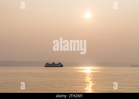 Puget Sound, Edmonds Washington, USA. 08th Aug, 2017. smoke drifting south from Canadian forest fires in British - Stock Photo