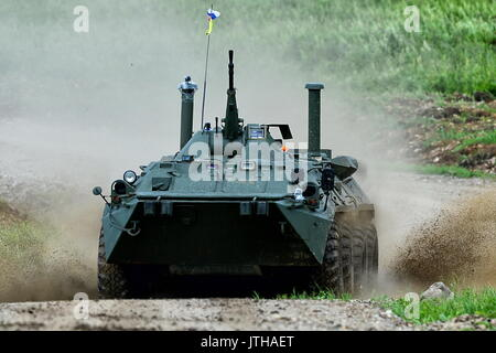 Primorsky Territory, Russia. 9th Aug, 2017. A BTR-80 armoured personnel carrier of the Russian Pacific Fleet competes - Stock Photo