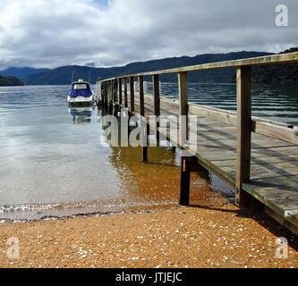 Dartmoor Bay Jetty & Boat in the Marlborough Sounds of New Zealand. - Stock Photo
