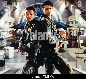 INDEPENDENCE DAY 1996 20th Century Fox film with Will Smith at left and Jeff Goldblum - Stock Photo
