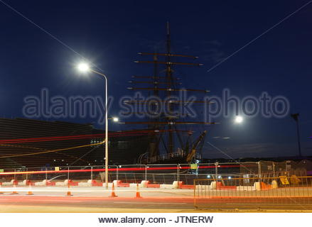 RRS Discovery and V&A Design Museum by night Dundee Scotland  August 2017 - Stock Photo