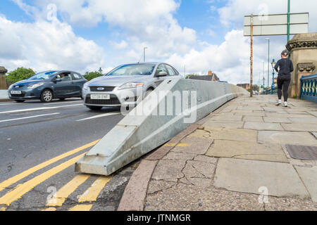 Anti-terrorism barrier. Anti-terrorist security barriers installed on Trent Bridge, Nottingham, England, UK - Stock Photo