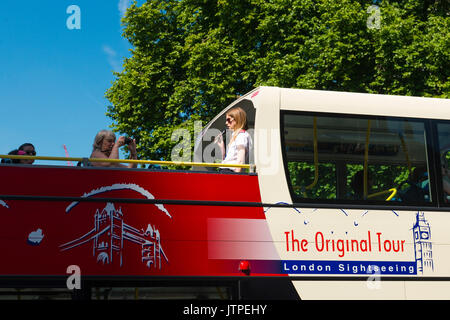UK London Westminster Parliament Square The Original Tour London Sightseeing Tours tour guide pretty young blond - Stock Photo