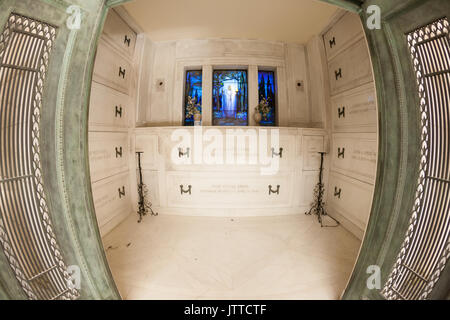Shedd crypt at Rosehill Mausoleum in Chicago, Illinois. - Stock Photo