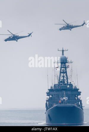 Kaliningrad Region, Russia. 10th Aug, 2017. The Russian landing ship Korolev and Mil Mi-24 attack helicopters seen - Stock Photo