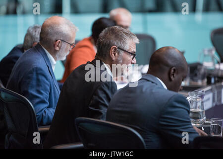 London, UK. 10th August, 2017. London Assembly Member Steve O'Connell puts a question to Mayor of London Sadiq Khan - Stock Photo