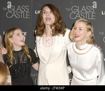 New York, NY, USA. 09th Aug, 2017. Ella Anderson, Jeannette Walls and Naomi Watts attends 'The Glass Castle' New - Stock Photo