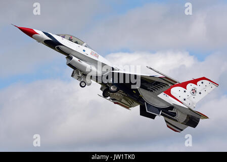 F-16 Fighting Falcon of the US Air Force Thunderbirds demonstration team at an airshow. Maj Alex Turner lead solo - Stock Photo