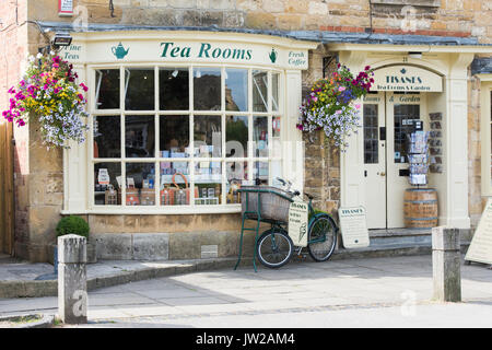 Summer floral hanging baskets outside Tisanes Tea Rooms, Broadway, Cotswolds, Worcestershire, England - Stock Photo