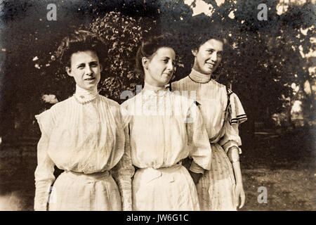 Three young women together 1907 to 1908 In the US state of Minnesota - Stock Photo