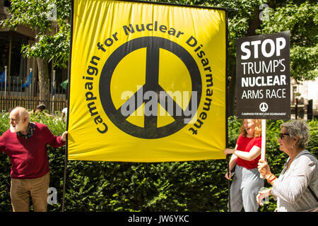 London, UK. 11 August, 2017. Anti-war campaigners from the Stop the War Coalition and CND attempted to hand in a - Stock Photo