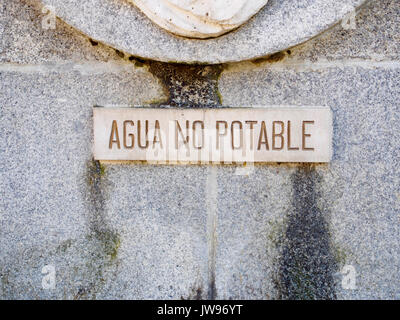 Not drinkable water sign in Spanish - Stock Photo