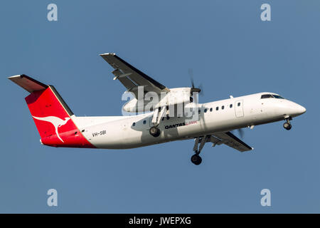 QantasLink (Sunstate Airlines) de Havilland Canada DHC-8-315Q (Dash 8) VH-SBI on approach to land at Melbourne International - Stock Photo