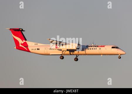 QantasLink de Havilland Canada DHC-8-402Q (Dash 8 Q400) VH-LQF on approach to land at Melbourne International Airport. - Stock Photo