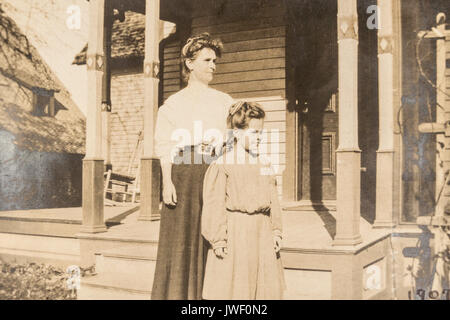 Mother and daughter in Minnesota USA 1907-1908 - Stock Photo