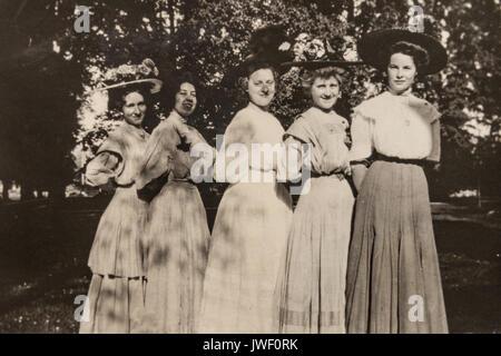 Women with big hats in Minnesota USA 1907-1908 having fun - Stock Photo