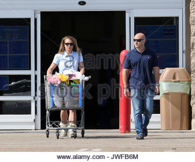 Britney spears britney spears shops for easter gifts in her britney spears shops for easter gifts in her hometown of kentwood la negle Choice Image