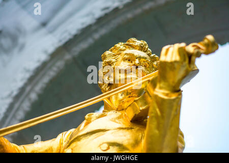 Johann Strauss statue, the famous golden statue of the composer Johann Strauss in the Stadtpark in the centre of - Stock Photo