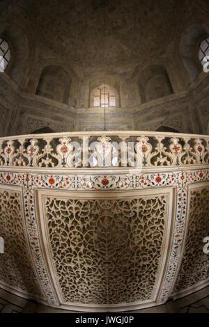 Inside the Taj Mahal Stock Photo: 55757408 - Alamy