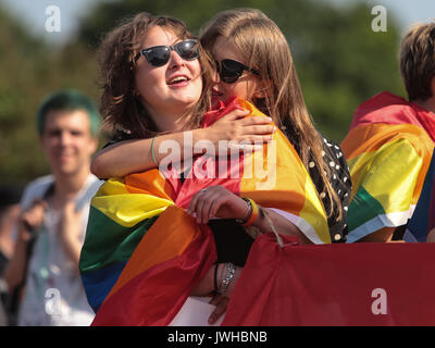St. Petersburg, Russia. 12th Aug, 2017. Couple hugs during the Gay Pride demonstration in Field of Mars. Several - Stock Photo