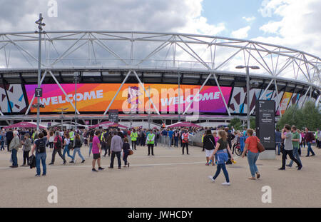 London, UK. 12th Aug, 2017. Visitors to the 2017 World International Athletics Championships at the London Olympic - Stock Photo