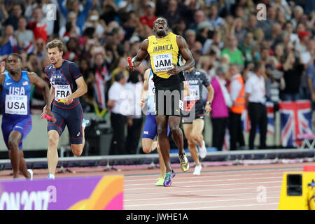 London, UK. 12th August 17. Usain Bolt pulling up injured in the Men's 4 x 100m Final at the 2017 IAAF World Championships, - Stock Photo