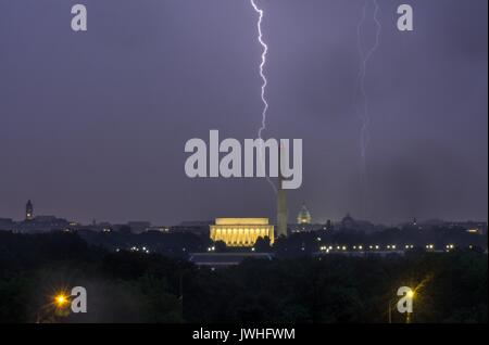 Washington DC, USA. 12th August, 2017. Lightings over the famous monuments in Washington DC as a storm passing over - Stock Photo