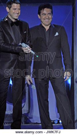 Il divo singer sebastien izambard with his wife renee stock photo 43311512 alamy - Divo music group ...
