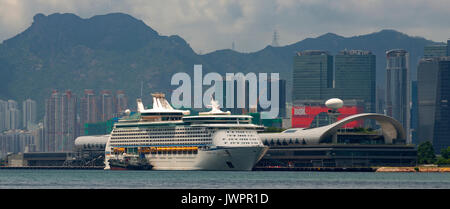 The new Kai Tak Cruise Ship Terminal, with Hong Kong's largest rooftop garden, Hong Kong, China. - Stock Photo