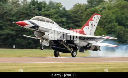 F-16 of the US Thunderbirds display team perform at the Royal International Air Tattoo, July 2017 - Stock Photo
