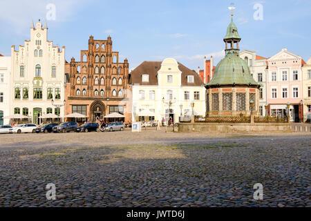 Market Square, Am Markt with the Wasserkunst fountain and Alter Schwede restaurant and hotel, Wismar, Mecklenburg - Stock Photo