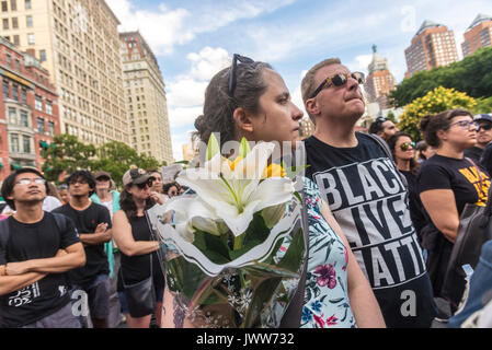 New York, NY, USA. 13th Aug, 2017. New Yorkers gathered in Union Square to stand in solidarity with the people of - Stock Photo