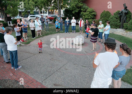 Burlington, Iowa, USA. 13th Aug, 2017. The group Southeast Iowa Young Progressives held an evening peace vigil for - Stock Photo