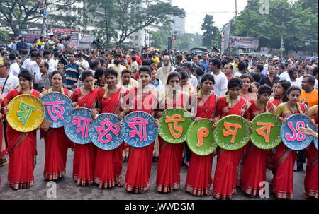Dhaka, Bangladesh. 14th Aug, 2017.  Bangladeshi Hindu devotees take part in a colorful procession brought out from - Stock Photo
