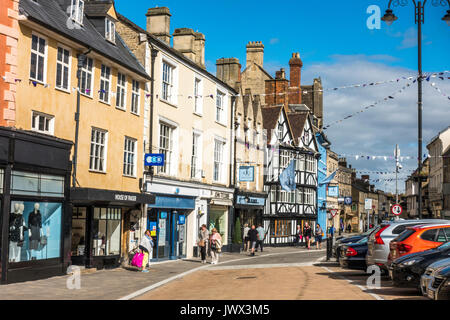Shops and shoppers in the centre of the Cotswolds town of Cirencester, Gloucestershire, England, UK. - Stock Photo