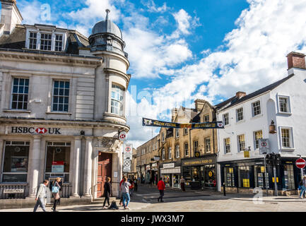HSBC bank and other shops in the centre of the Cotswolds town of Cirencester, Gloucestershire, England, UK. - Stock Photo