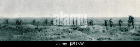 British troops advancing through shell & gun smoke, Somme offensive, WW1 - Stock Photo