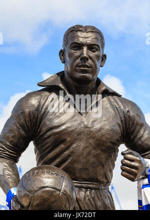 A statue of Dixie Dean footballer and goalscorer outside Goodison Park in England.  It celebrates his contribution - Stock Photo