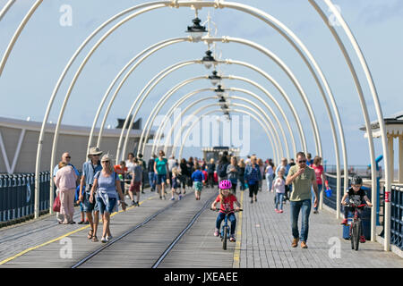 Southport, Merseyside, 15th August 2017. UK Weather.   A lovely sunny but breezy day over the north west coast of - Stock Photo