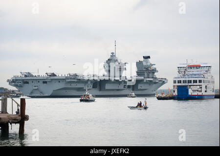 HMS Queen Elizabeth, the largest warship ever built for the United Kingdom's Royal Navy, arrives into Portsmouth - Stock Photo