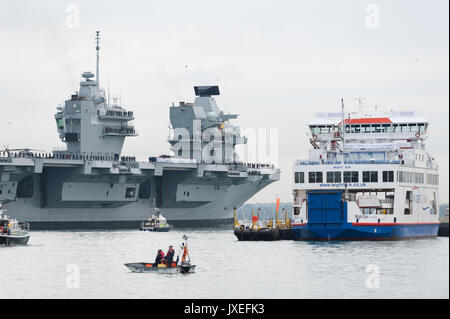 HMS Queen Elizabeth, the largest warship ever built for the United Kingdom's Royal Navy, arrives into​ Portsmouth - Stock Photo